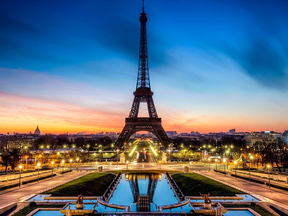 0_Paris-eiffel-tower-miniature