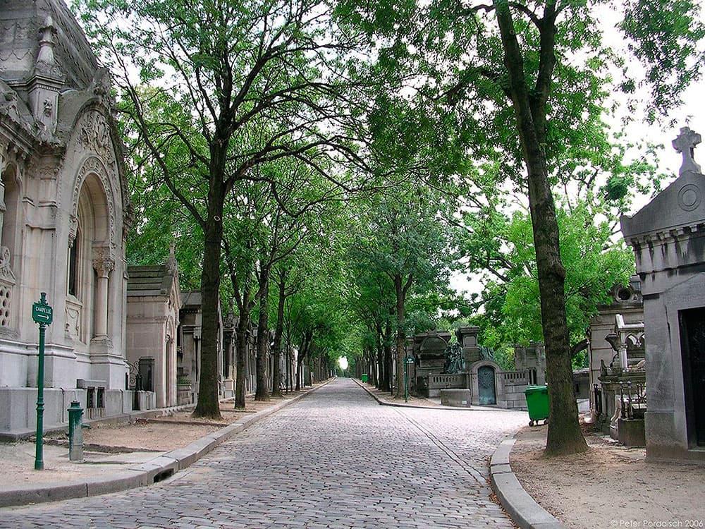 Pere-Lachaise-Avenue-De-La-Chapelle