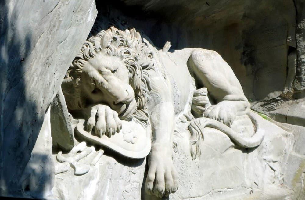 Швейцария Люцерн лев