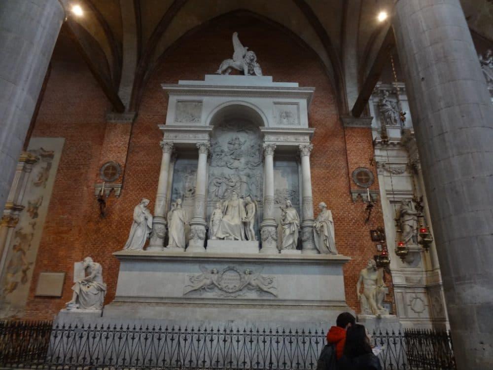 Венеция базилика Санта-Мария Глориоза деи Фрари внутри