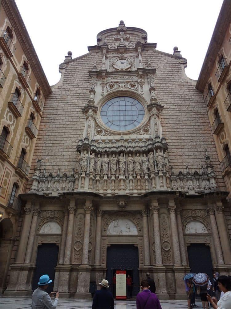 Монастырь Монтсеррат собор