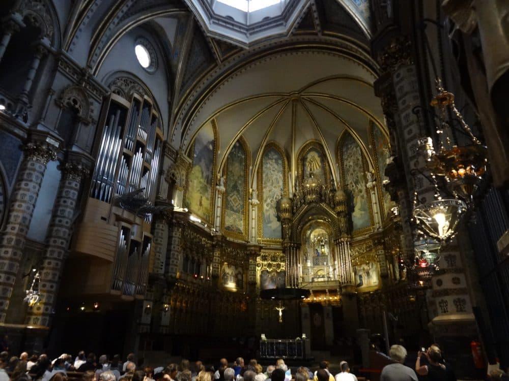 Монастырь Монтсеррат собор внутри
