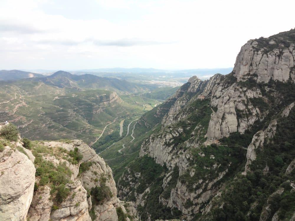 Монастырь Монтсеррат фото