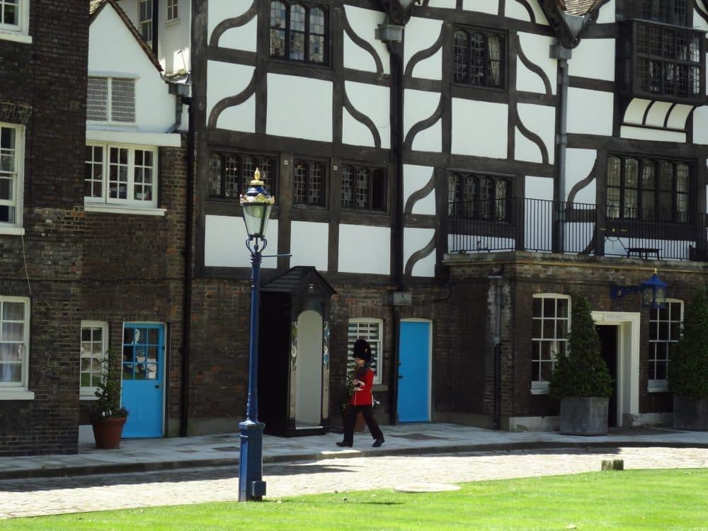 Тауэр Дом Королевы фото