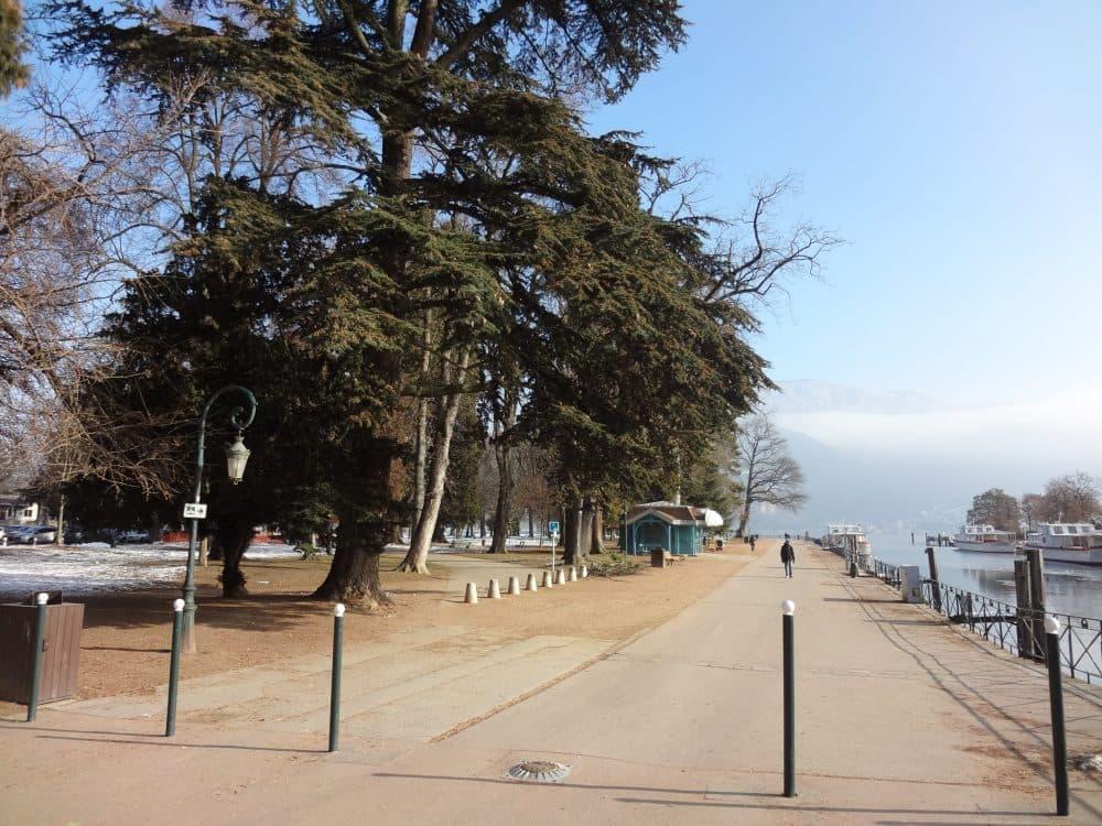 Набережная озера Анси