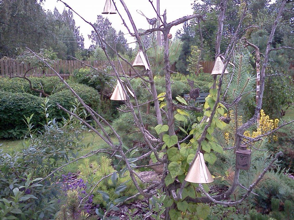 Колокольцы на дереве