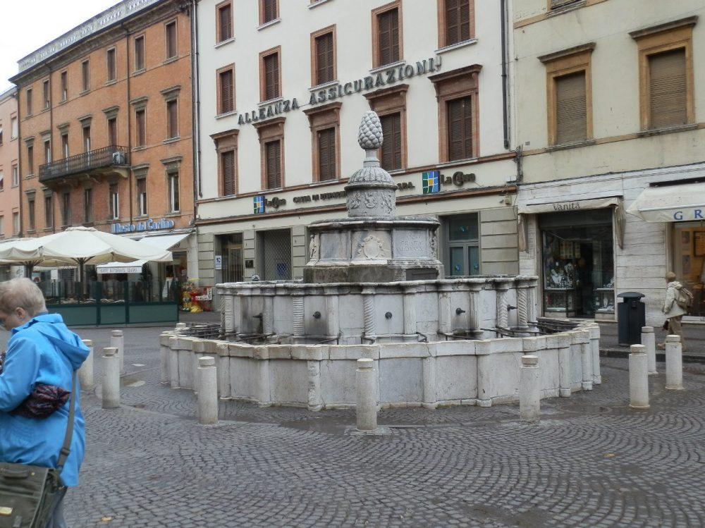 Римини фонтан