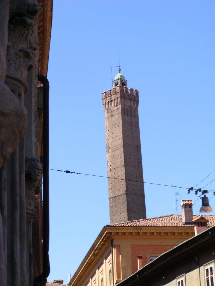 Большая башня Болонья