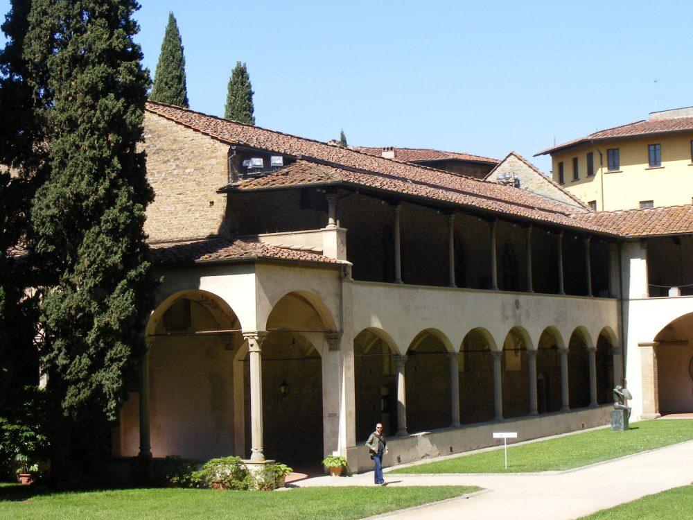 Внутренний двор церковь Санта Кроче Флоренция