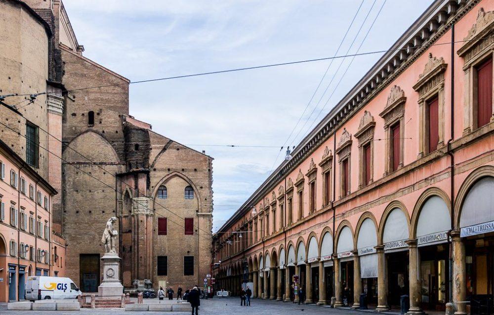 Площадь Гальвани Болонья