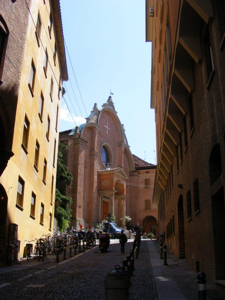 Болонья церкви