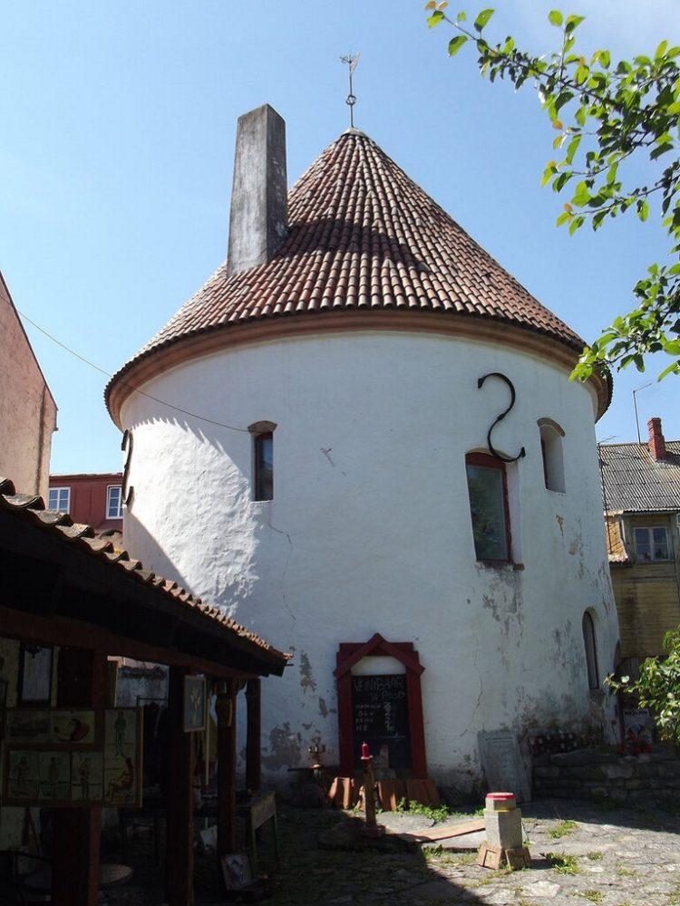 Красная башня Пярну фото