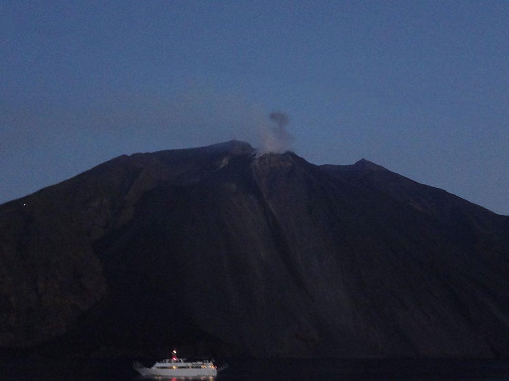 Стромболи вулкан фото