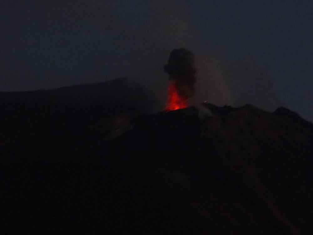 Вулкан Стромболи фото